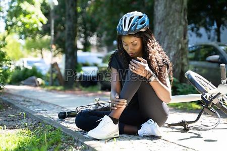 cyclist fell down from bike