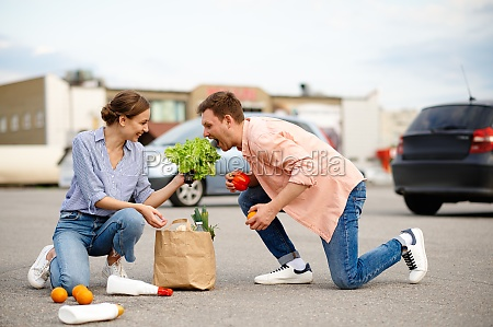 couple dropped the package on supermarket