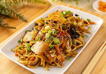 noodles stir fry with ear wood