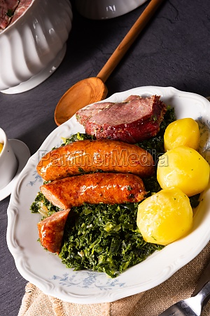 oldenburg kale with pinkel sausage and