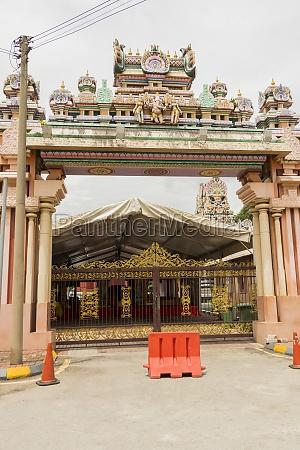 colorful entrance gate sri kandaswamy temple