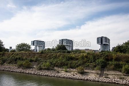 famous crane houses
