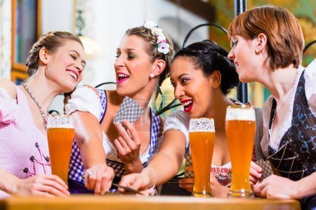 bar, pub, group, young, people, women - B139247864